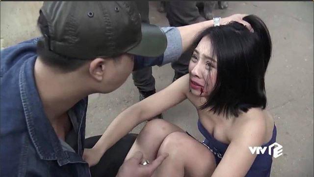 Cảnh hậu trường Liên bị đánh trong phim Quỳnh búp bê