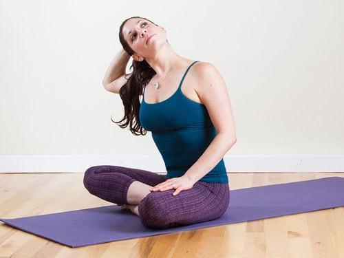 bai-tap-yoga-chua-thoai-hoa-dot-song-co 1