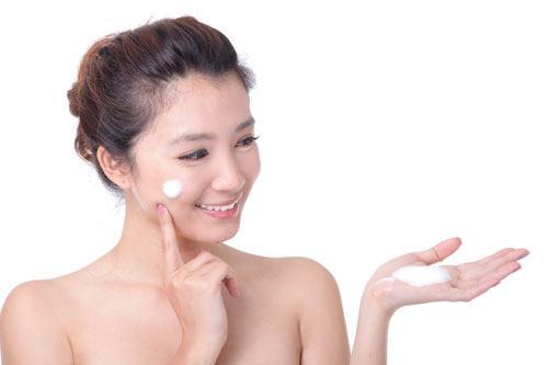 Cách chọn kem chống nắng phù hợp cho da mặt bạn gái