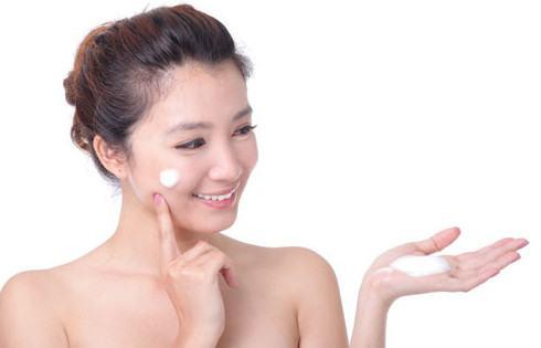 Kem dưỡng ẩm cho da mụn mùa đông hiệu quả